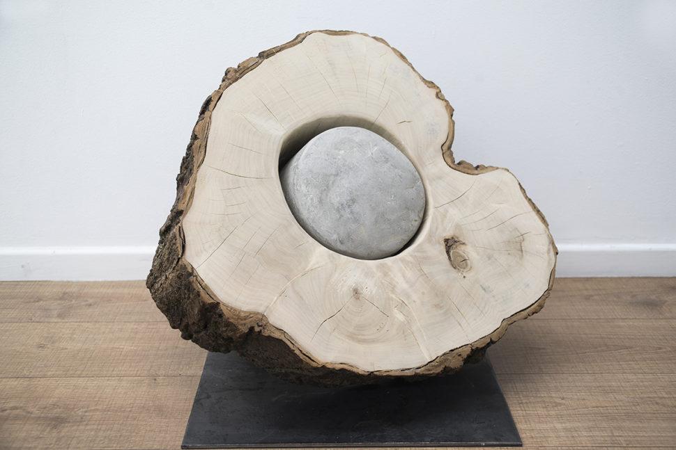 Keen Souhlal, Sans titre, 2015, Lime wood, concrete, 50 x 50 x 60 cm