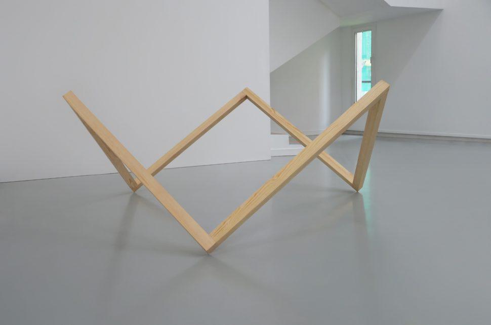Boris Lafargue, Tripode, 2015, Wood, 80 x 110 x 110 cm
