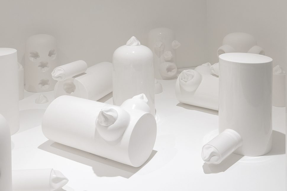 Jessica Lajard, Eye Candy, 2015, Limoges porcelain, Variable dimensions. Produced during the Post-Diploma Kaolin at the ENSA de Limoges