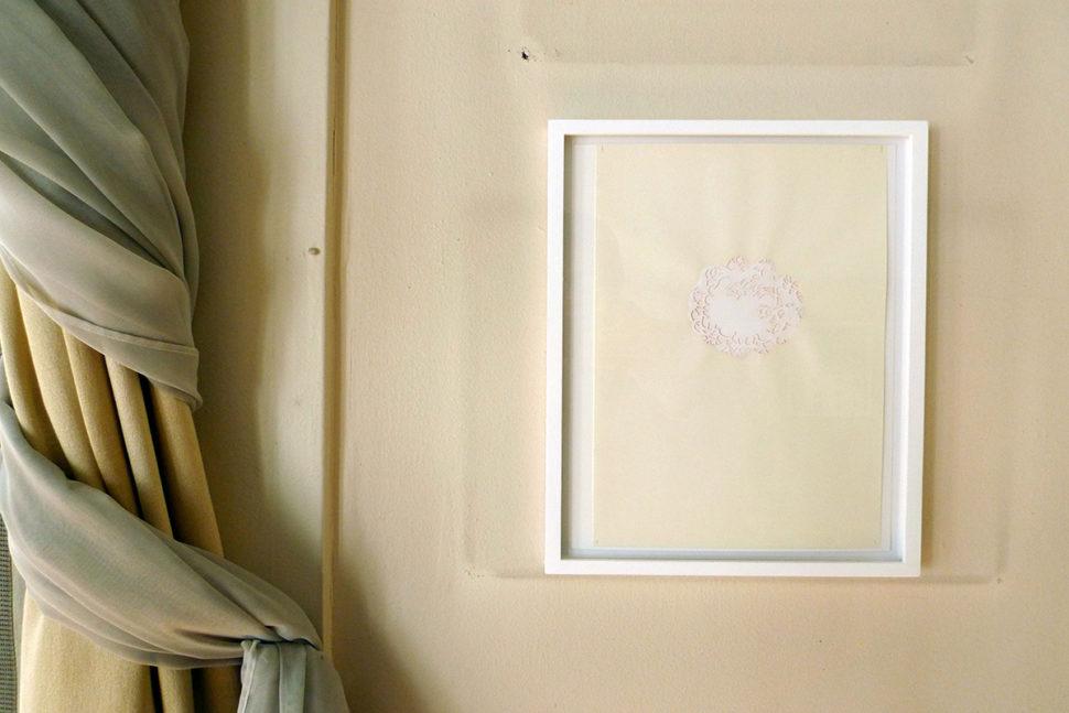 Gudny Rosa Ingimarsdottir, Installation view of Untitled - Birta at «Maison à Vendre», 2015, Waterbased color on cut paper, 29,7 x 21 cm