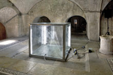 Donato Piccolo, I hope impluvium, 2009, Glass, aluminium, water, gas nebula, electric motor, hydraulic pumps, neon, sound woofer, amplification, 160 x 160 x 160 cm, Casa Romana, Spoleto (IT)