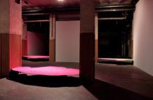 Guillermo Mora, exhibition view of the site-specific installation Una, otra y otra vez a la vez in the group show
